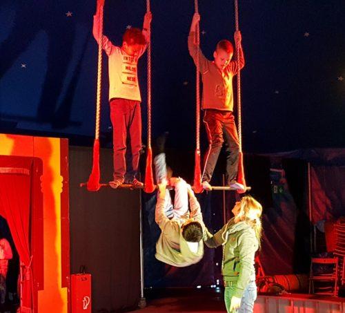 Vor der Vorstellung wurde auch am Trapez geübt.
