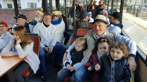 Mit dem Sonderbus nach Eschborn und auch Kinder waren diesmal dabei.