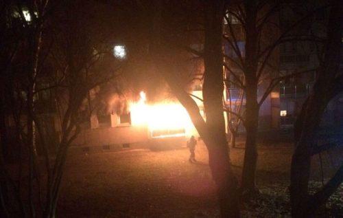 Es brannte lichterloh in diesem Mehrfamilienhaus in der Carl-Sonnenschein-Straße.